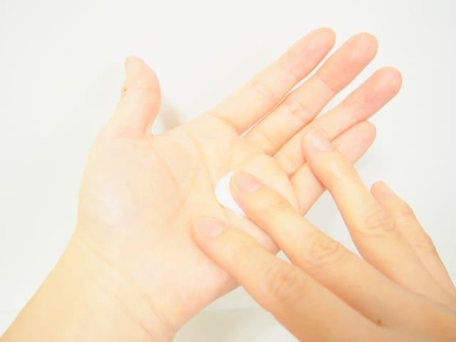 ヒルドイド 手荒れ ヒルドイドソフト軟膏を使うと手に痒みが出る!ヒルドイドは副作用がある?